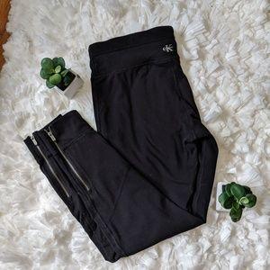 Black Calvin Klein Capri leggings w/ ankle zipper